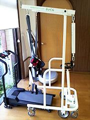 体重免荷式歩行訓練装置